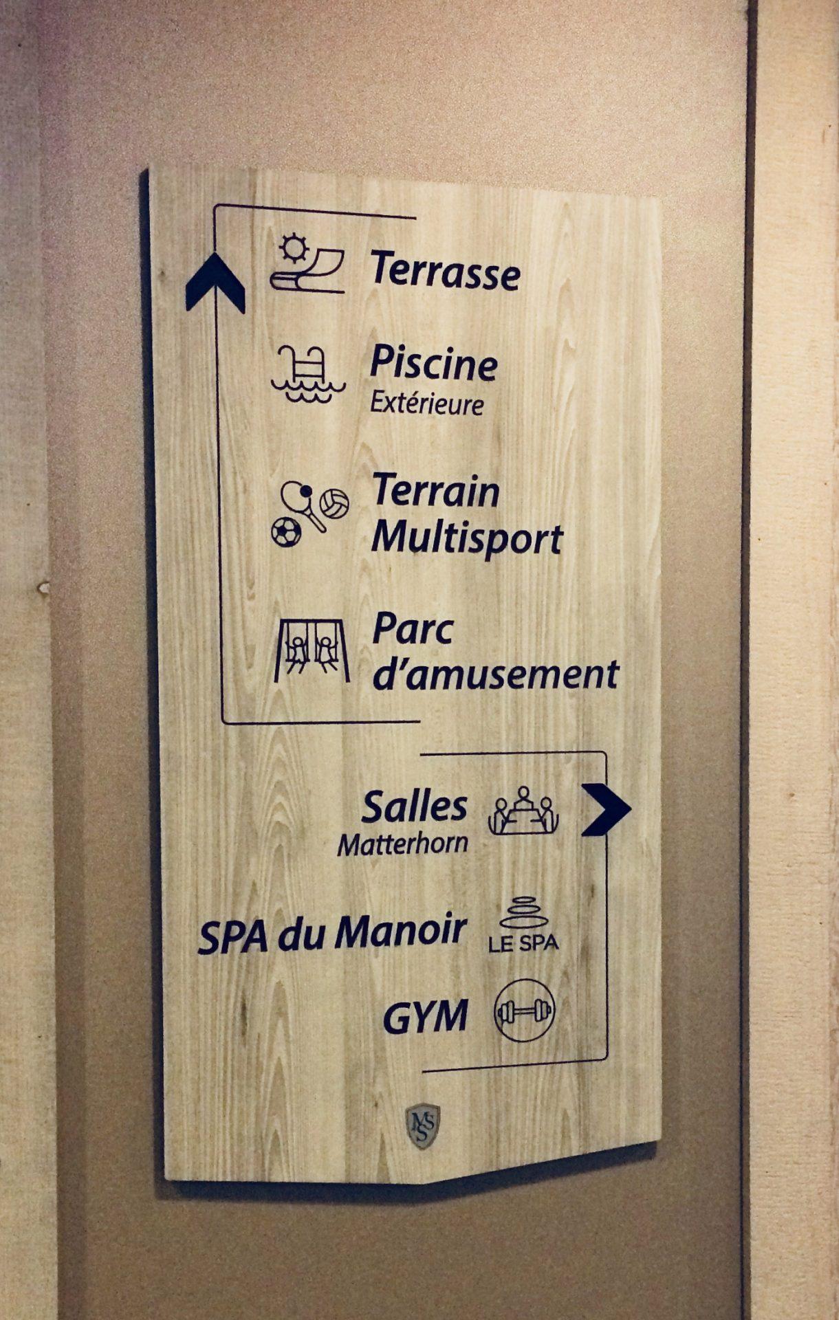 Affiche signalisation hôtel, bois