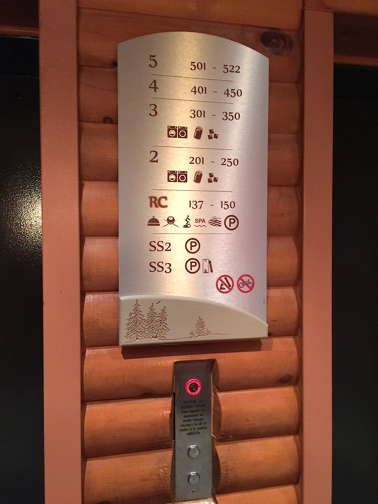 Signalisation hôtel, bois, gravure, panneau directionnel