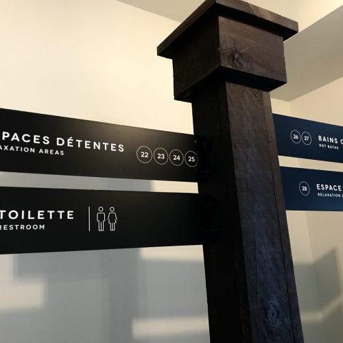 Signalisation toilette, panneau directionnel